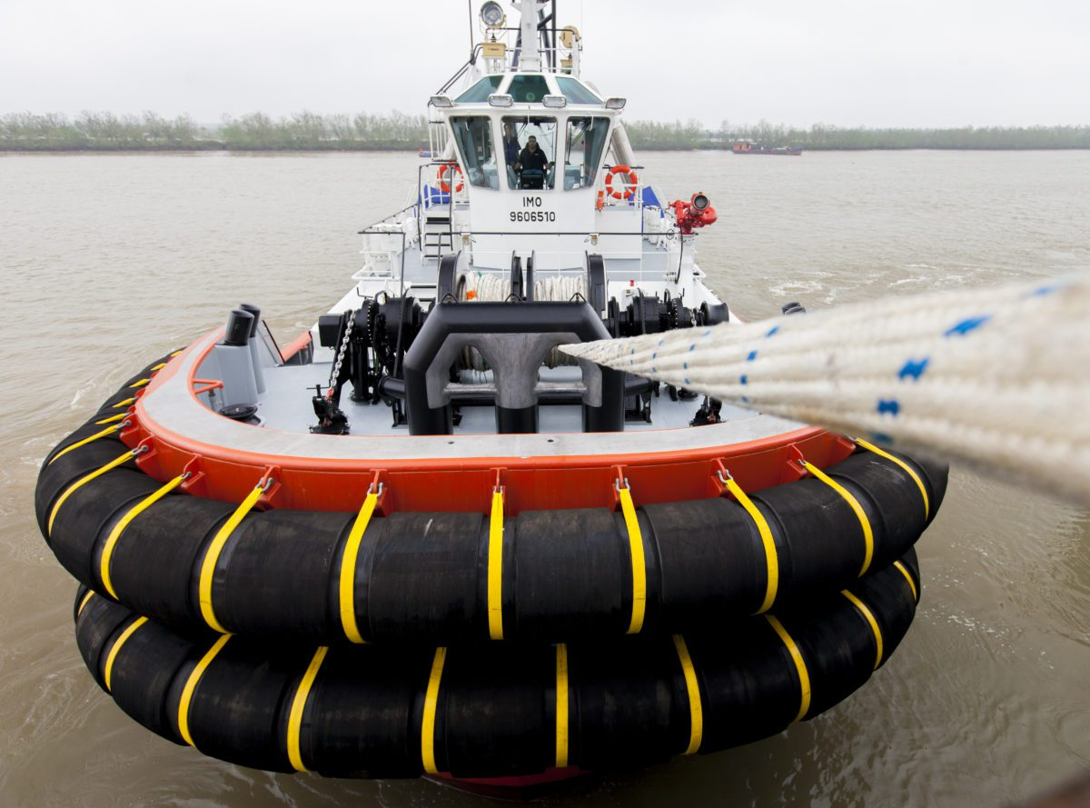 how to become a tugboat captain in canada