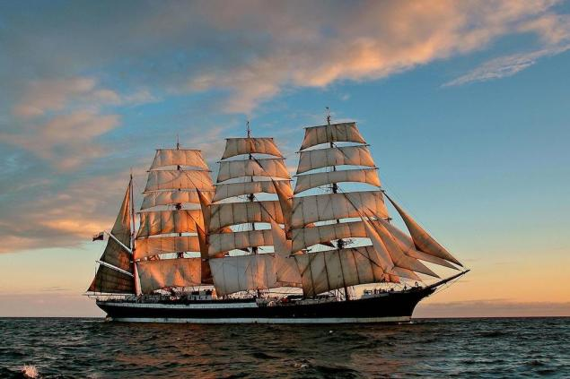 Here's What It Looks Like to Climb the 58-Meter Mast of a Tall Ship – Video