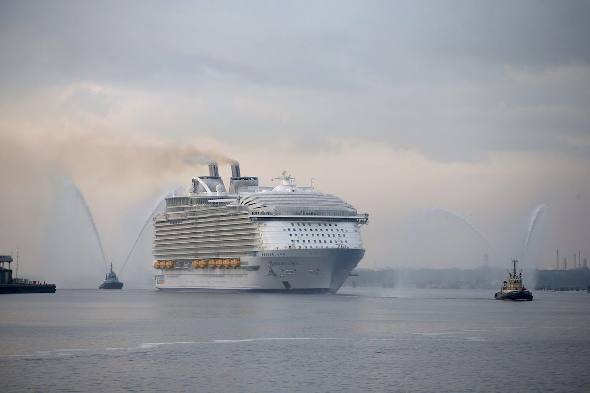 Ship Photos Of The Day World S Largest Cruise Ship Pulls