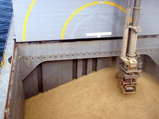 bulk-loading-corn-ship-china