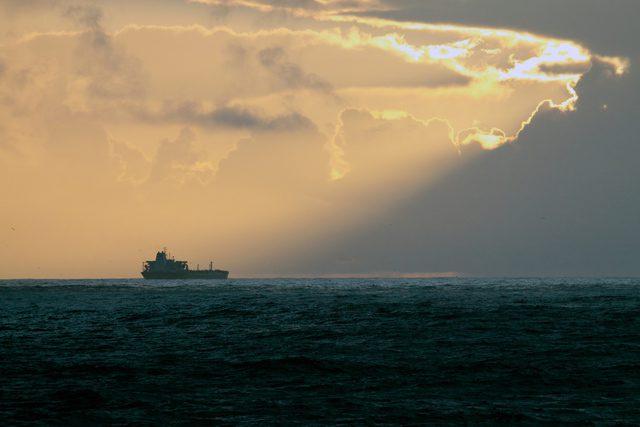 oil tanker vlcc ship shipping