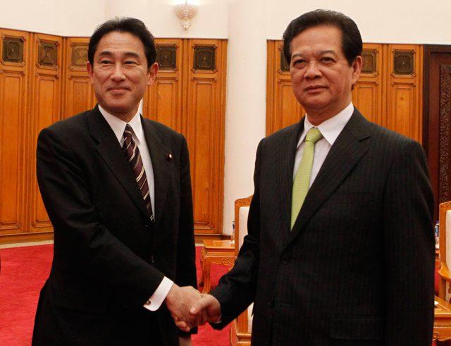 prime Minister Nguyen Tan japan Foreign Minister Fumio Kishida