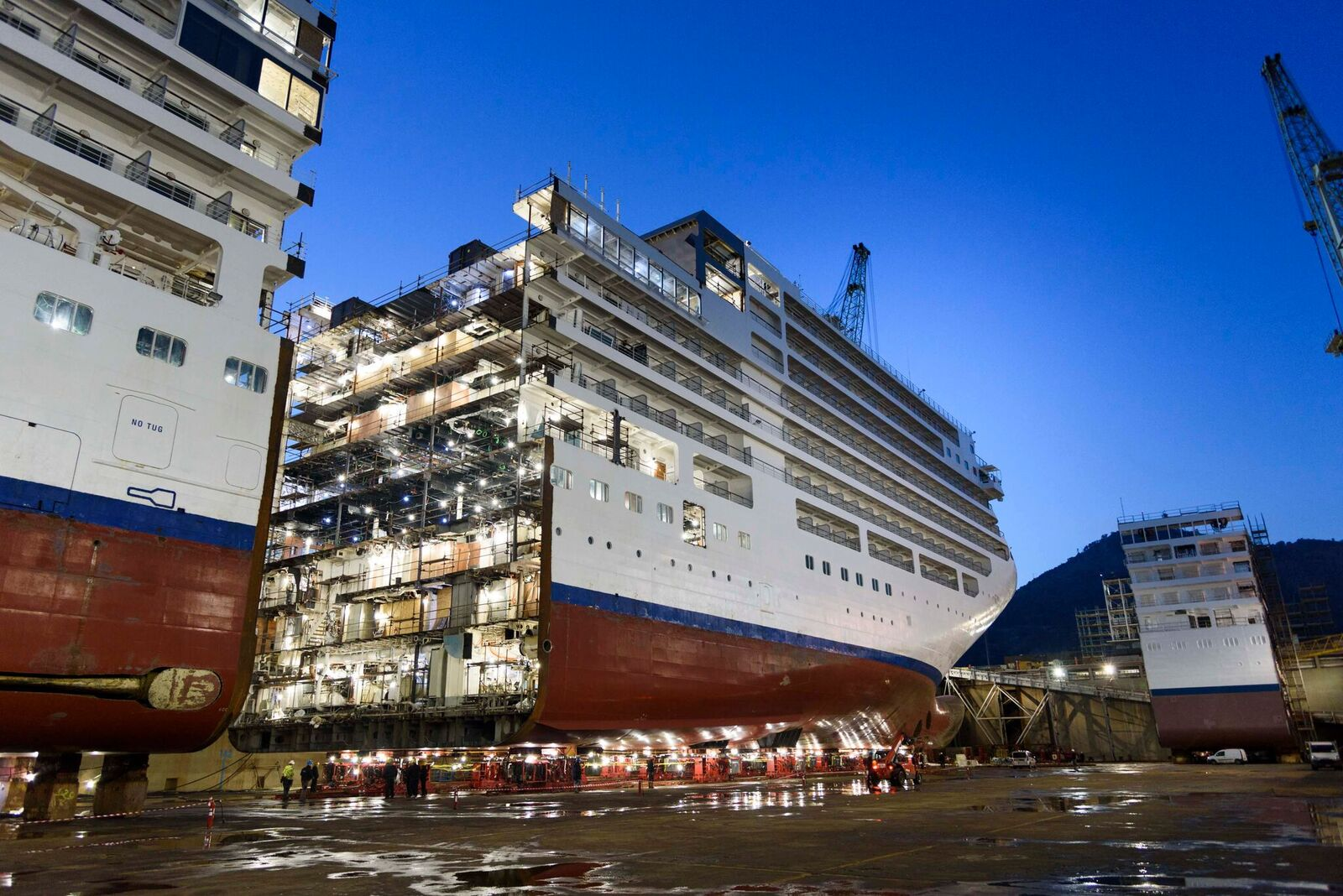 Images Shipbuilders Lengthen Luxury Cruise Ship By 15