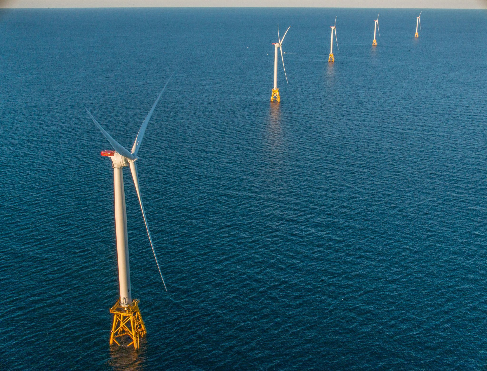 U.S. Offshore Wind Lease Bids at $285 Million, Bidding to Continue Friday