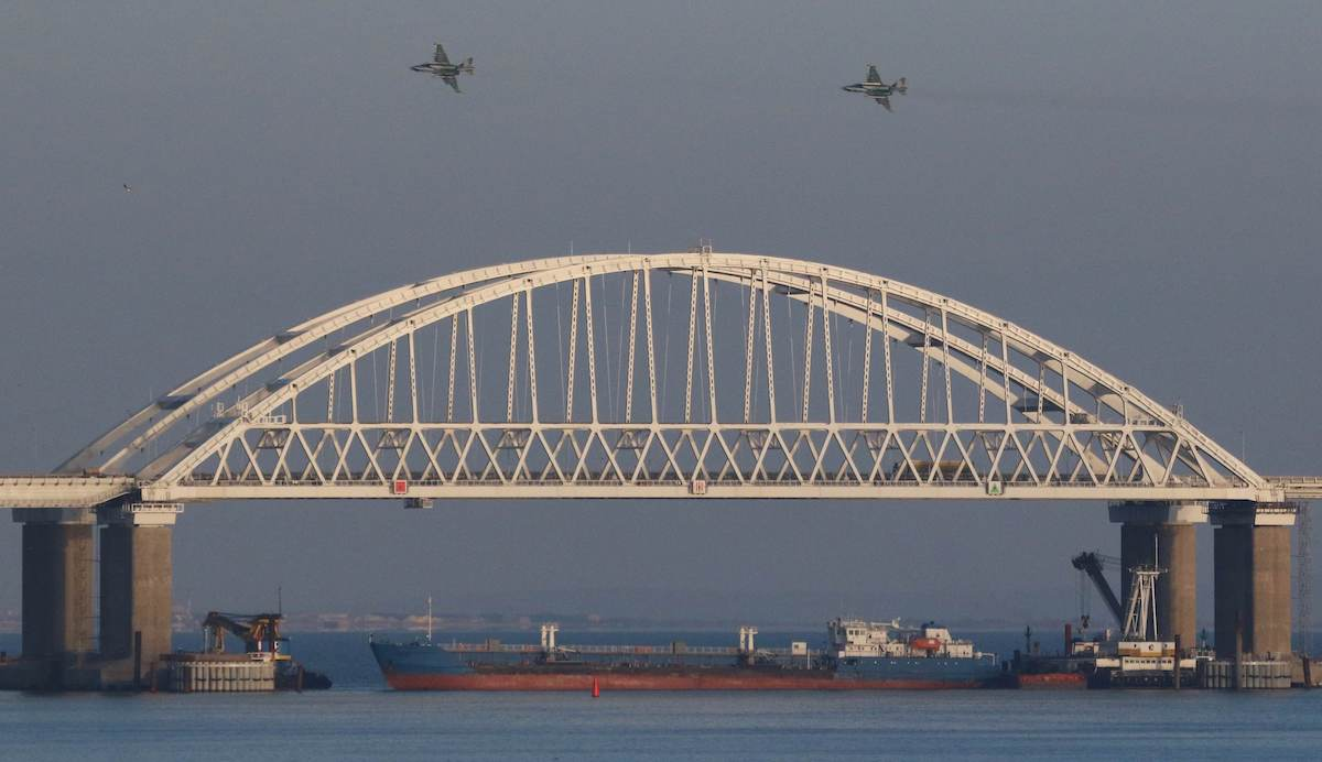 russia blocks sea of Azov